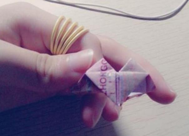 皇冠戒指折纸步骤教程