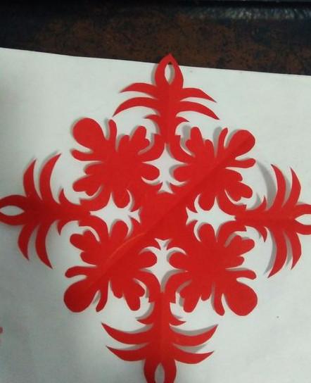 四瓣团花的剪纸步骤